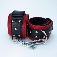 Наручники  с мехом красно-чёрные 51009ars